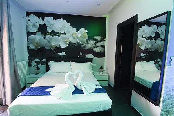 Camera idro particolare letto matrimoniale con cigni per page camere